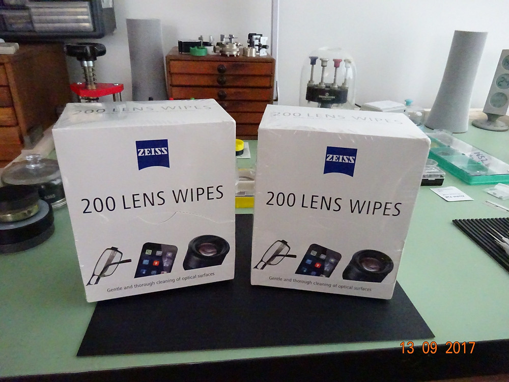 lens wipes to clean phones