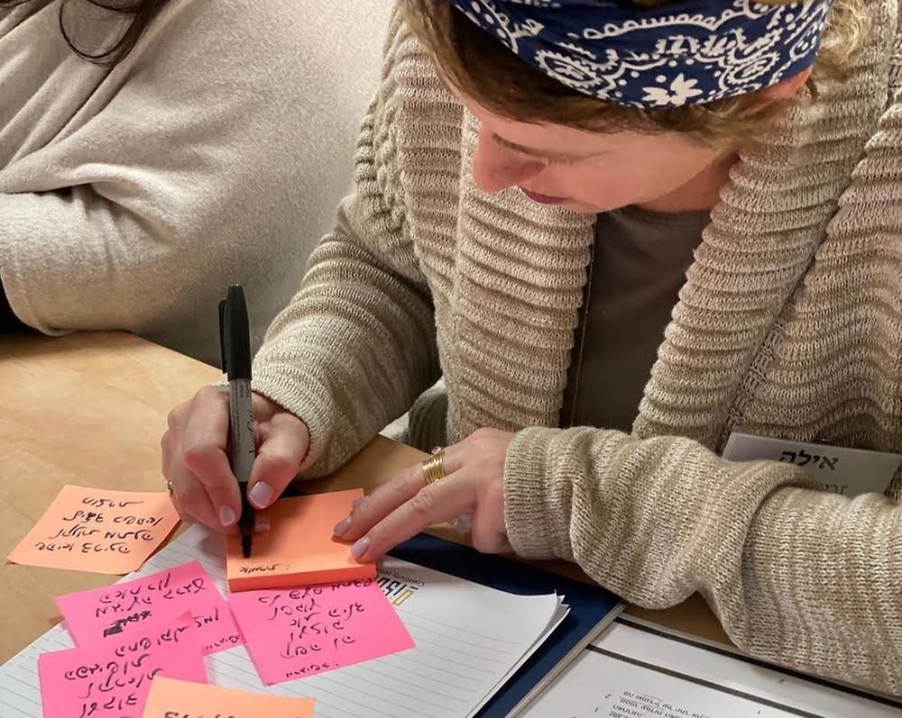 ללמוד את הבסיס באונליין. כמו איך לכתוב על סטיקי-נוטס