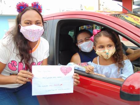 Drive-thru da Saudade mobiliza pais e alunos