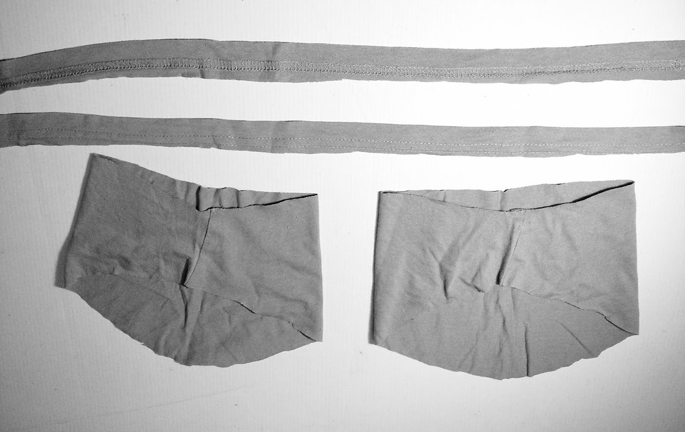 2 sleeves and 2 hem cords