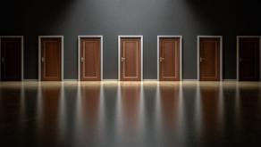 بين الاضطرار ورفاهية الاختيار