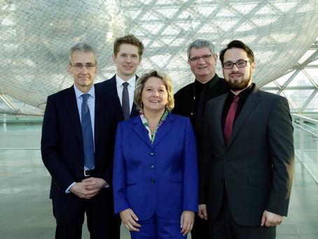 Minister Svenja Schulze hands over the Innovation Award of North-Rhine-Westfalia to SenseUp