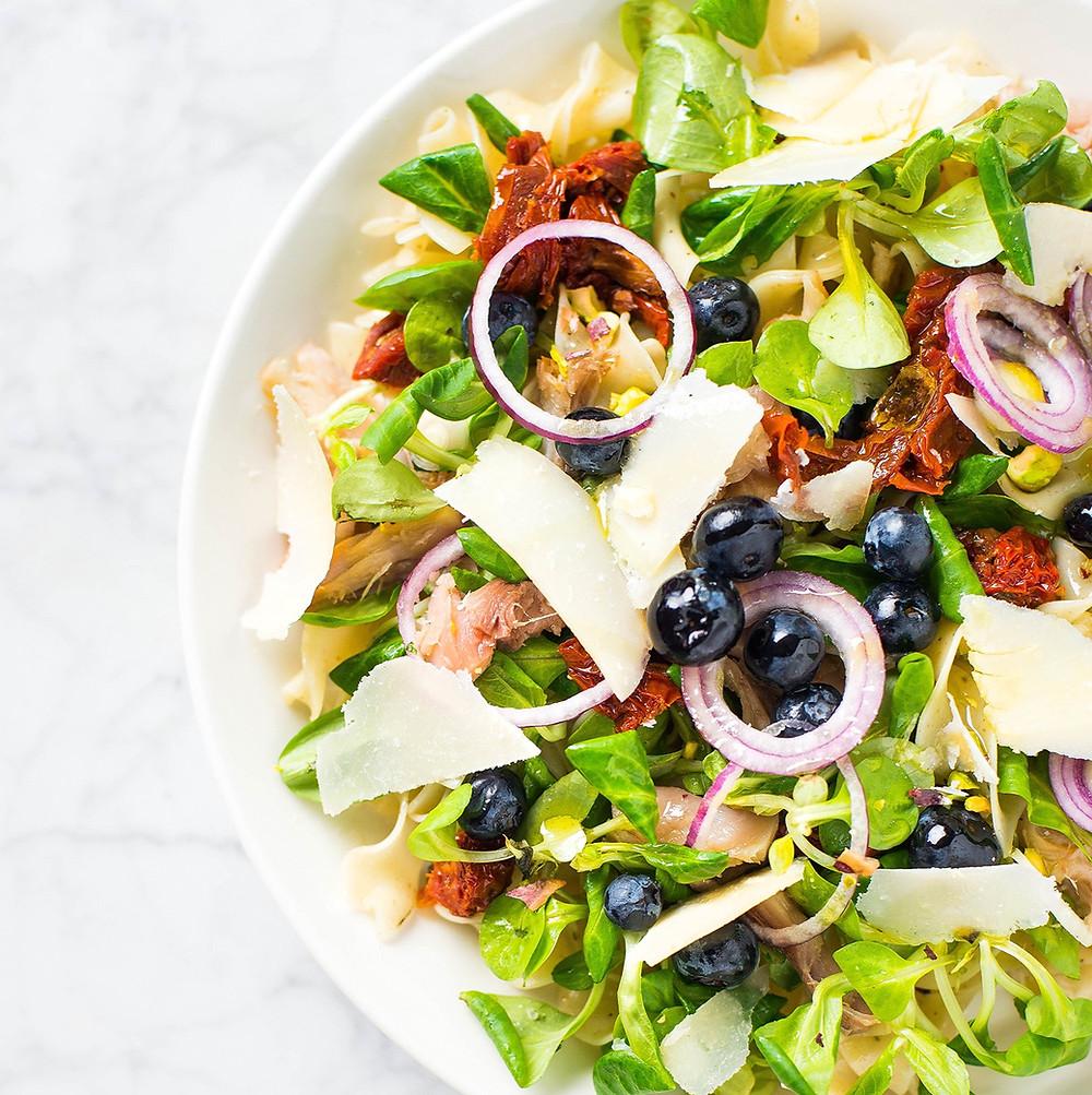 Makaronų salotos su skumbre ir šilauogėmis, vmg receptas