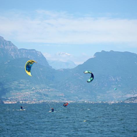 Kite-surfing.jpg