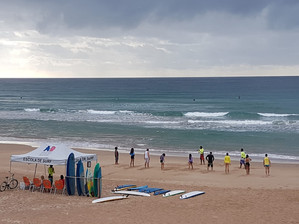 Aprenda a surfar na Maior Escola de Surf de Salvador
