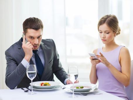 Две трети россиян предпочитают смартфоны живому общению