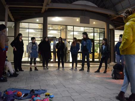 Estudiantes y activistas realizan asamblea por el asesinato de Isabel Cabanillas