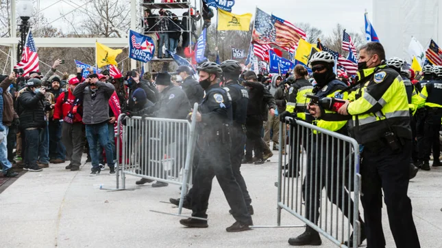 Police setting up barricades at Capitol Riots.