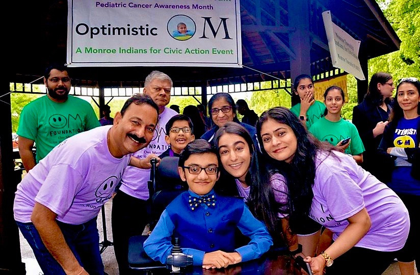 The Parikh Family stands alongside Sparsh Shah, the grand ambassador of the Foundation's 2019 race.