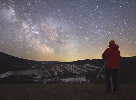 Kiedy wybrać się na obserwacje Drogi Mlecznej? Przed nami najlepszy czas w roku!