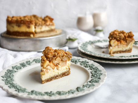 Apple Pie Cheesecake with Oat Crumble Topping & Cardamon Cookie Crust