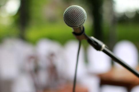 microphone-2479265_1920.jpg
