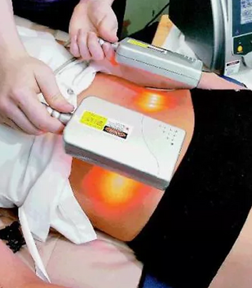 Technician Placing Lipolaser Paddles on clients abdomen area for inch loss