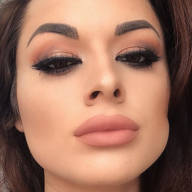 Inspired look by _makeupbymario  _kimkardashian  wearing the _ellashes_official « cannes » lashes 💕