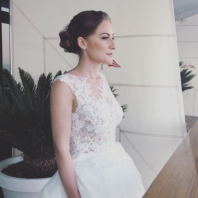 Happy beautiful bride, hair _anthony_the
