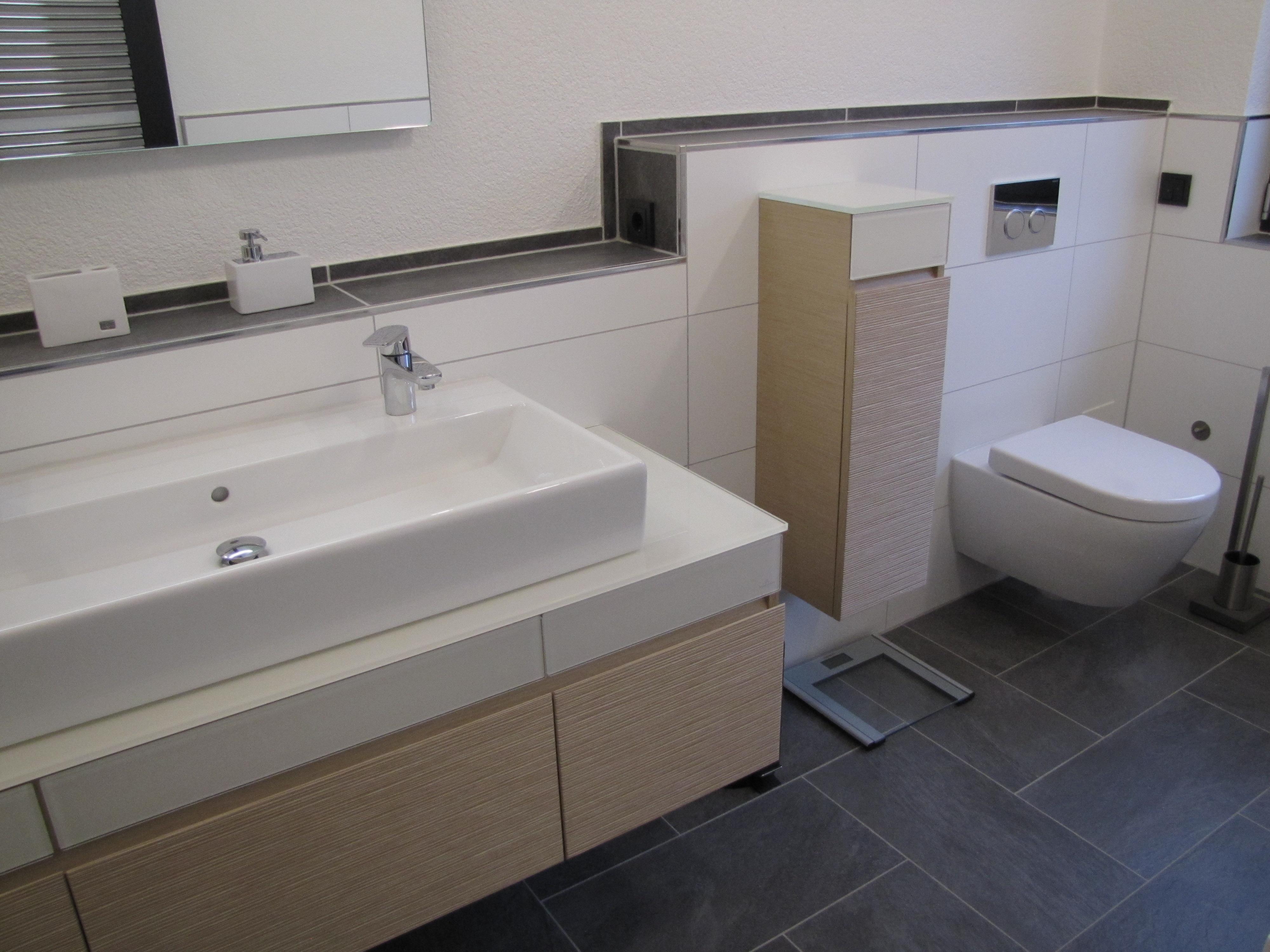 Dillingen - Waschbecken und WC