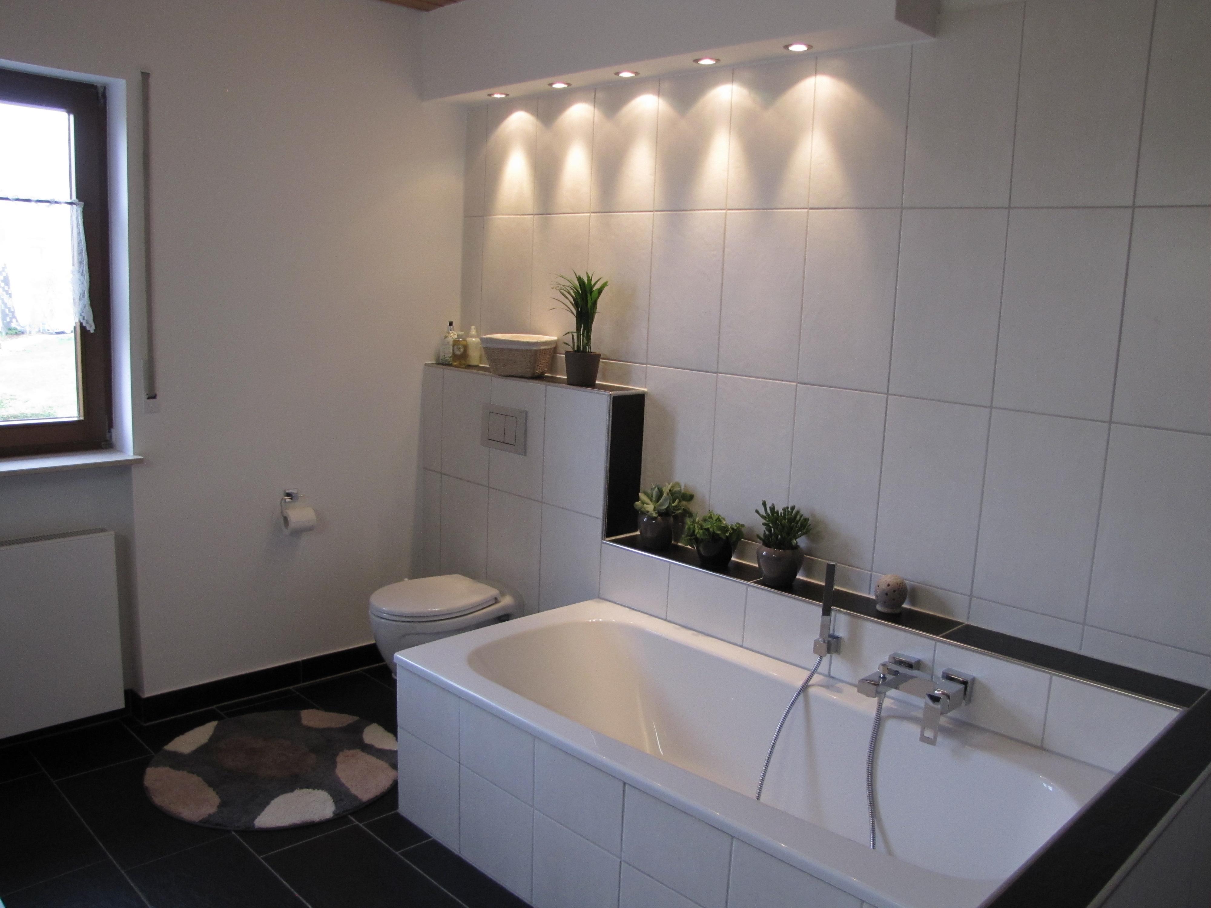 Püttlingen- Wannenbad und Toilette