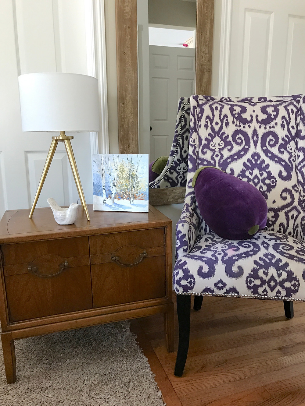 Photo of iviolet chair, brown mirror, end table in living room Lindsay Moynihan