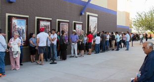 Line around the block for Tucson Cine Mexico 2016 screening of La Delgada Línea Amarilla!