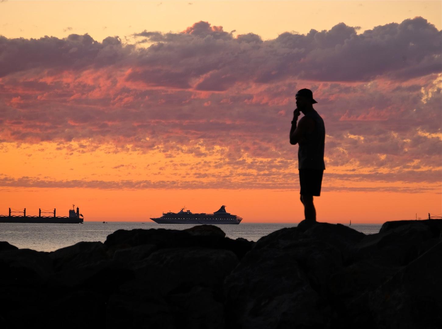 MV ARTANIA APPROACHING FREO