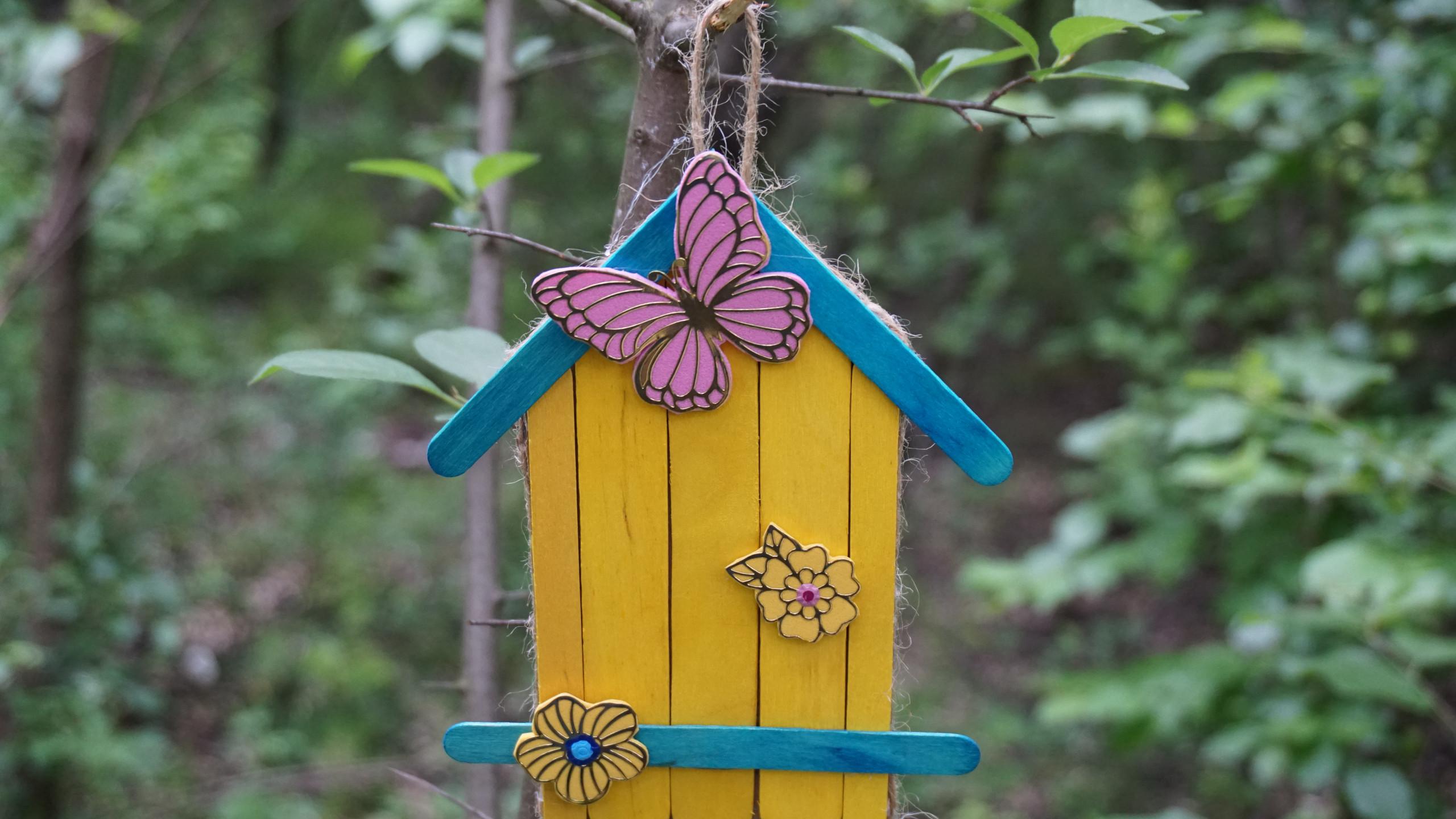 Декоративна цветна къщичка