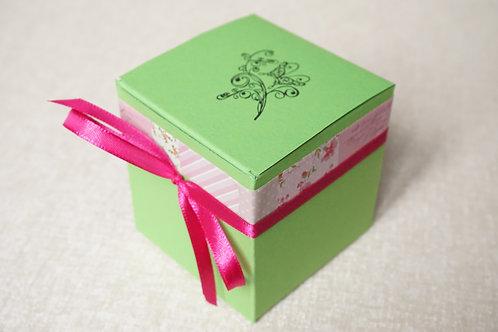 кутийка за подарък зелено и розово