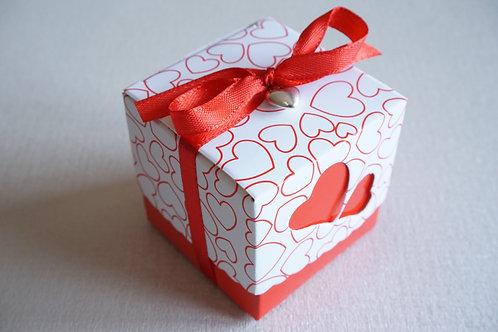 червена кутийка за подарък
