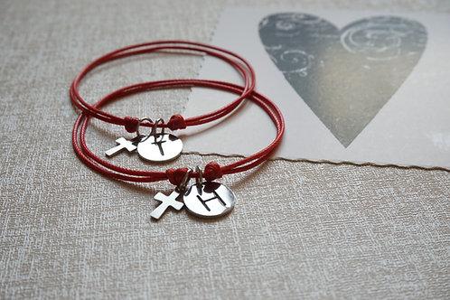 гривни с букви и кръст за влюбени