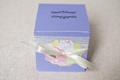 кутийка за подарък лилава цветя