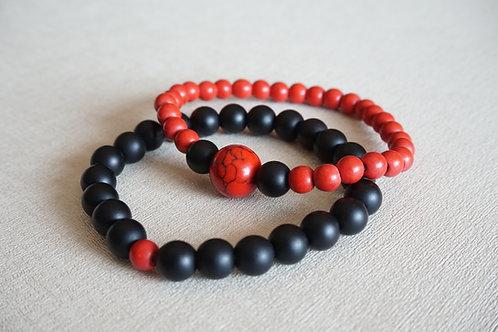 гривни за двама с червени и черни камъни