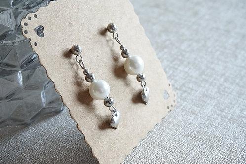 обеци с перли и сърца от стомана