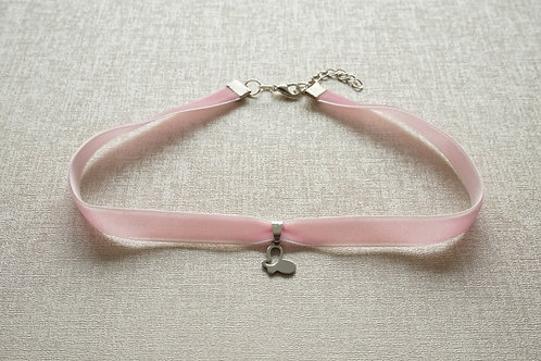 чокър розово кадифе пеперуда