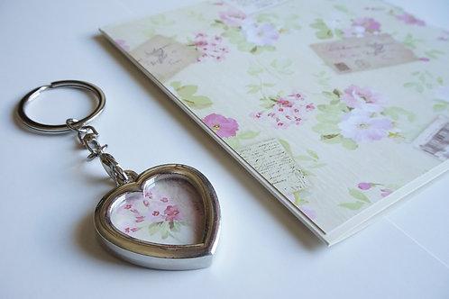 Дамски комплект за подарък- ключодържател и картичка Letter