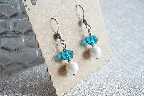 обеци с перли и сини кристали