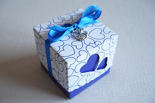 синя кутийка за подарък
