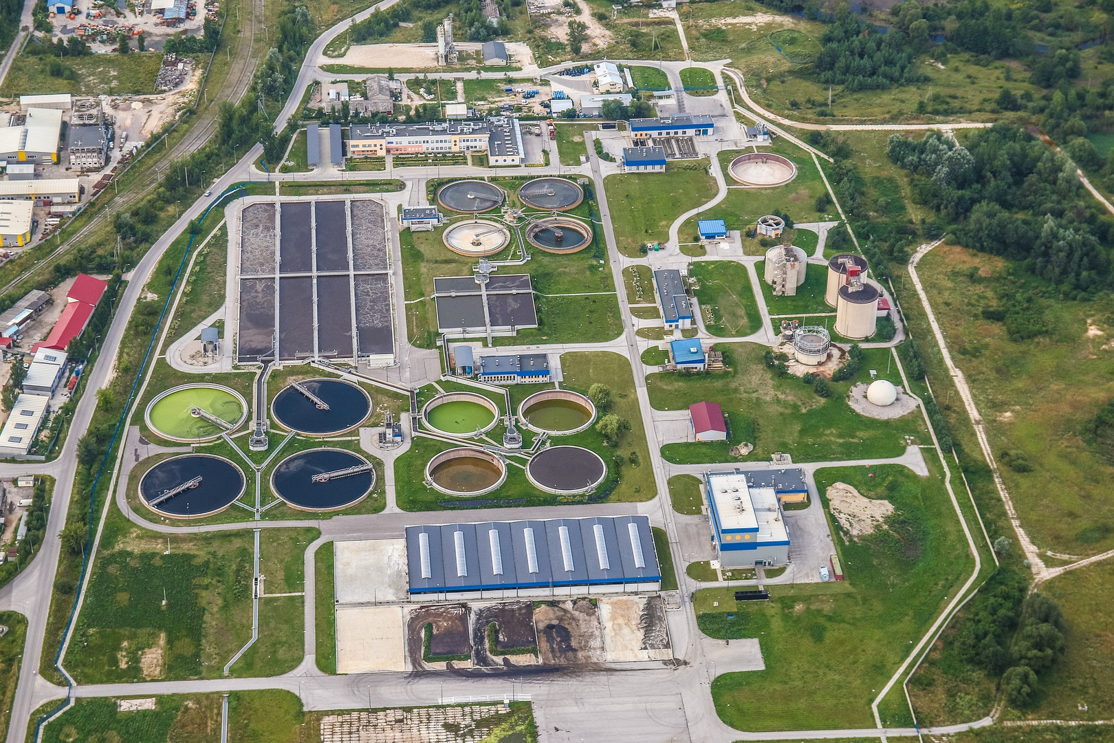 treatment-plant-wastewater-2826988_1920.