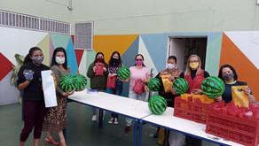 A Tzu Chi Brasil oferece presentes para as crianças de escolas em Itaquaquecetuba