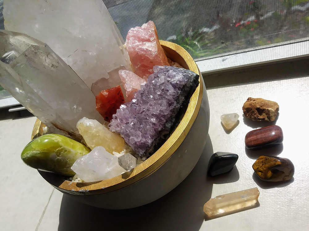 Cleaning your crystals with the light of the sun