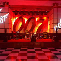 007 Themes Stage & Set