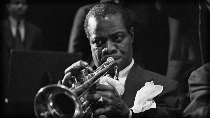 Louis Armstrong Statue Staging Service