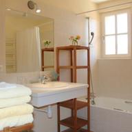 La salle de bain de l'appartement