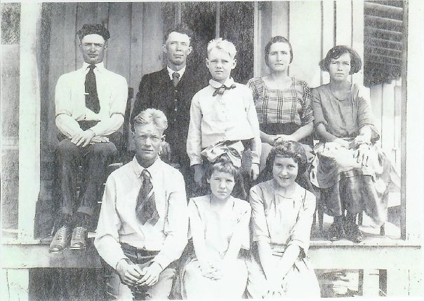 Kansas in 1922 on the front porch