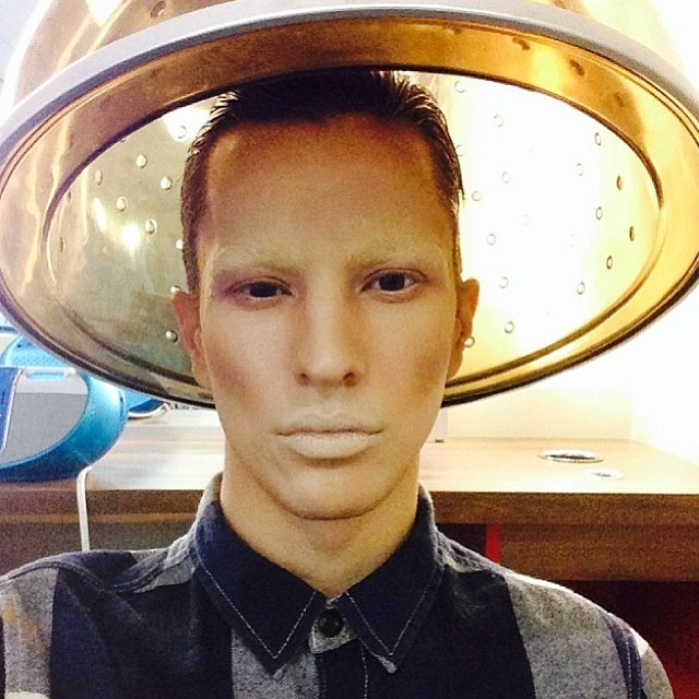 My alien chic #Runway #Makeup of the day with _tylerharrisontremblay 🔥 #Motd #Montreal #FashionShow