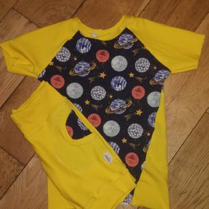 Short & T-shirts Yellow Planets