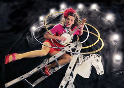 Judith Lanigan, hula hoop, ladder, banjolele, hula-hoop