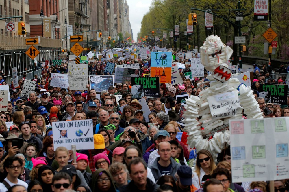 united-states-new-york-2017-04-22t150109z-228886141-rc12daa93500-rtrmadp-3-earth-day-usa-march-andrew-kelly-reuters