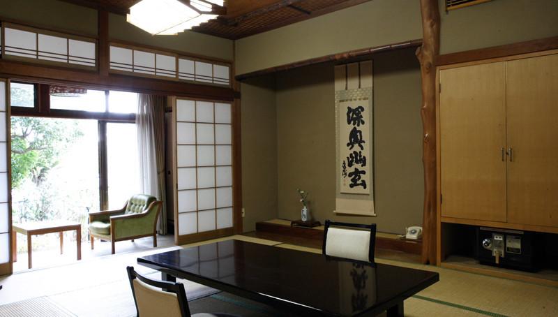 九段-小川のせせらぎがさわやかな客室