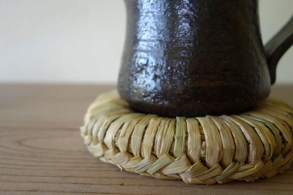藁 釜敷き