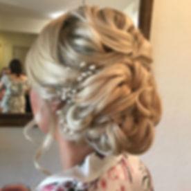 One of my favorites! #brideupdo #orlandostylist #weddingupdo #weddinghairstyle #curlsupdo #m3beauty