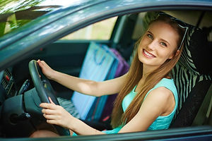 young-woman-driving-her-car_1098-1656.jp